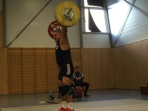 Alexander Bahmanyar rykker 106kg og ny norsk rekord i klasse M4 -94. Foto: Rebecca Tiffin