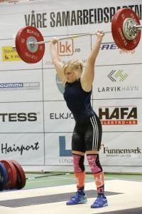 Maren Fikse med 80kg i støt fra NM 5-kamp. Foto: Larvik AK